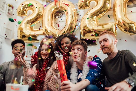 Happy New Year to 330,222,422 People in the United States.  World Population Expected at 7,621,018,958 on Jan. 1